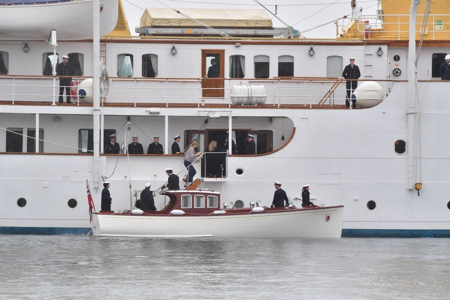 Les invités royaux embarquent à bord du Norge à Oslo, le 10 mai 2017