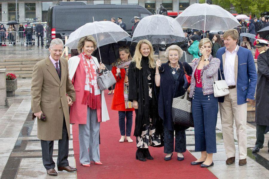 Le roi des Belges Philippe et la reine Mathilde avec la famille royale des Pays-Bas à Oslo, le 10 mai 2017