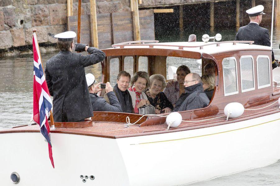 Les invités du roi Harald V et de la reine Sonja de Norvège rejoignent le Norge, à Oslo le 10 mai 2017