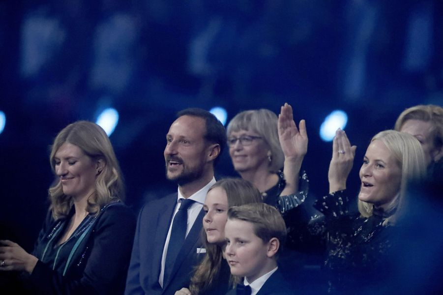 La princesse Mette-Marit et le prince Haakon de Norvège avec leurs enfants à Oslo, le 11 décembre 2017