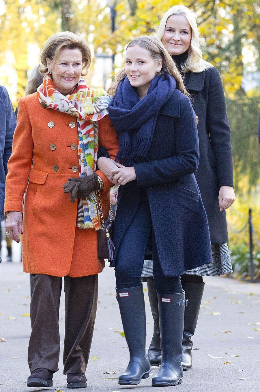 La reine Sonja et les princesses Ingrid Alexandra et Mette-Marit de Norvège à Oslo, le 19 octobre 2017