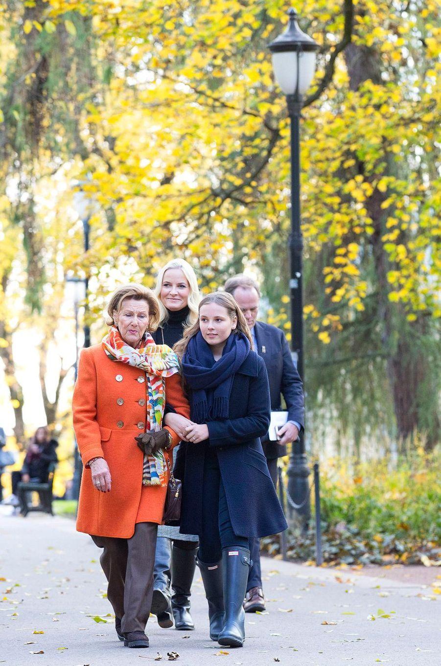 La reine Sonja et les princesses Mette-Marit et Ingrid Alexandra de Norvège à Oslo, le 19 octobre 2017