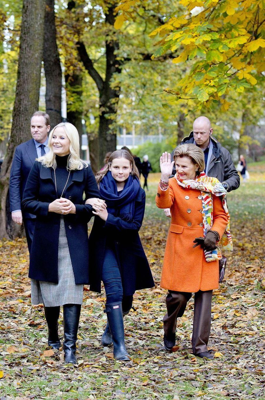 Les princesses Mette-Marit et Ingrid Alexandra et la reine Sonja de Norvège à Oslo, le 19 octobre 2017