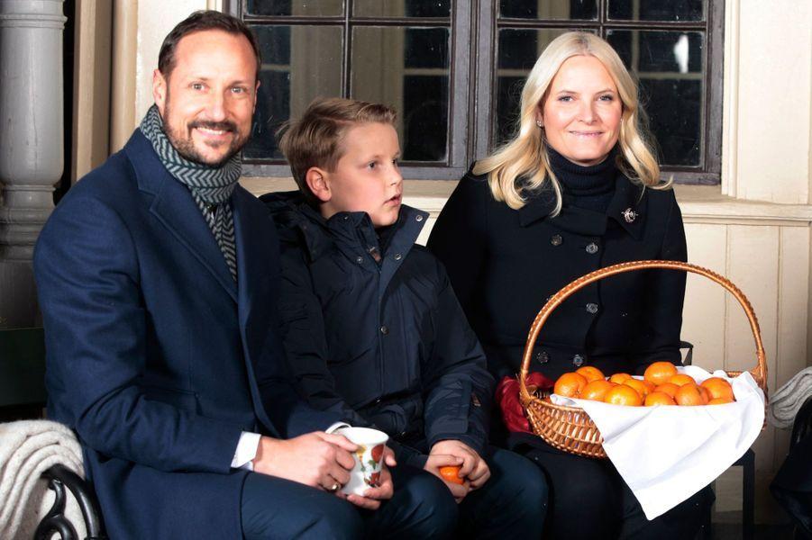 La princesse Ingrid Alexandra avec ses parents la princesse Mette-Marit et le prince Haakon de Norvège à Oslo, le 20 décembre 2016