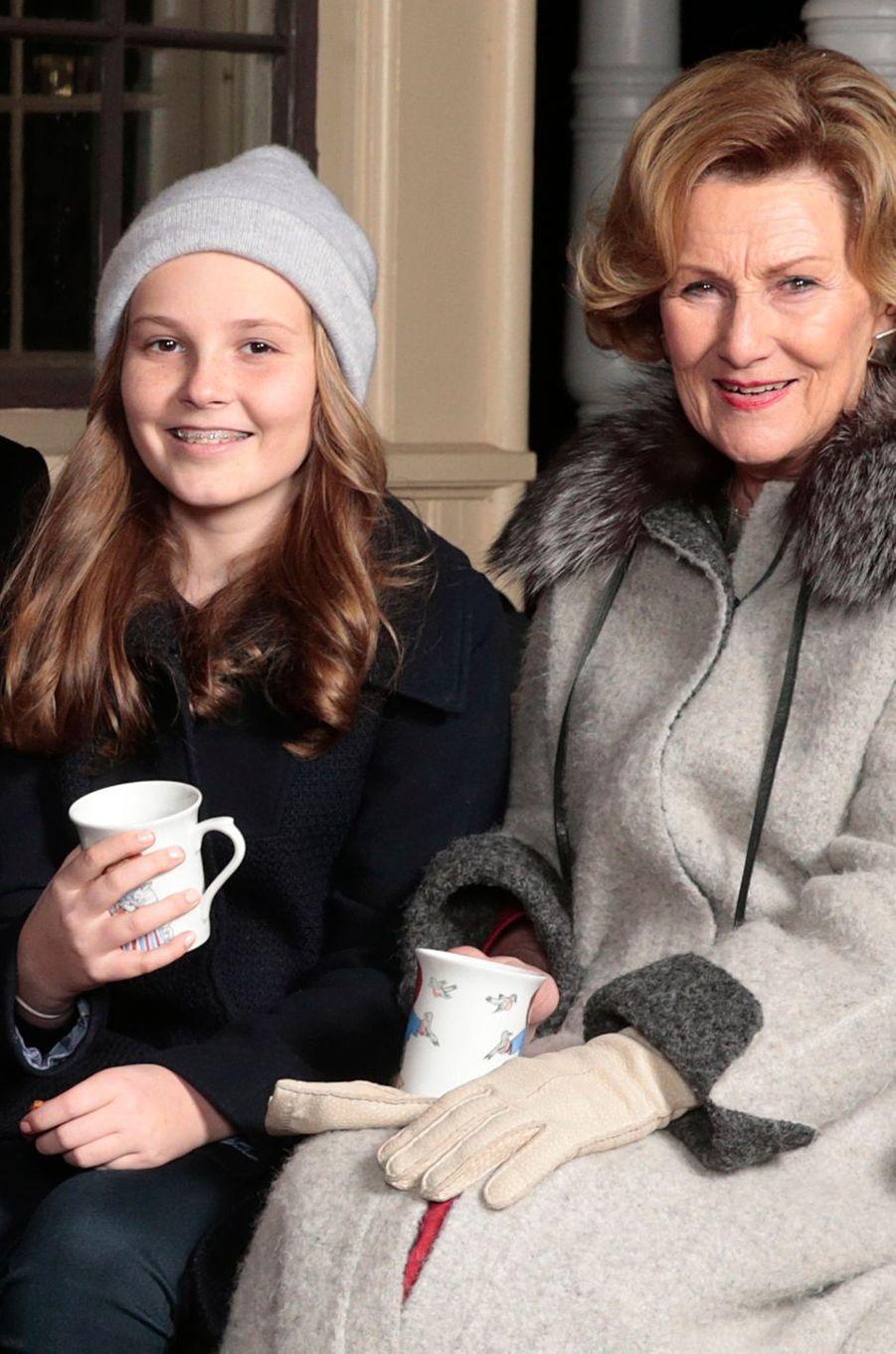 La princesse Ingrid Alexandra avec sa grand-mère la reine Sonja de Norvège à Oslo, le 20 décembre 2016
