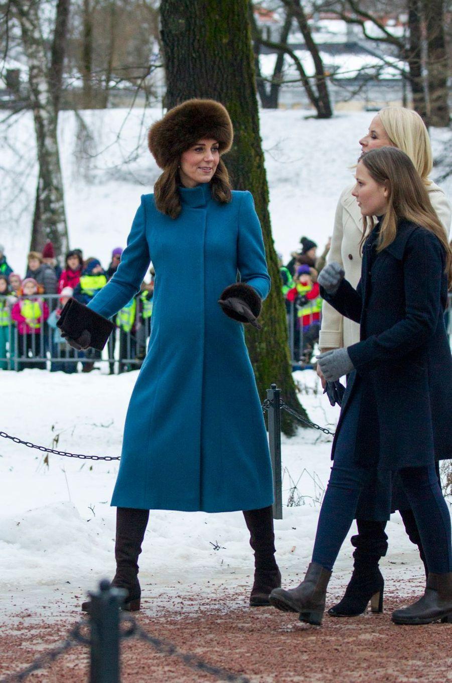 La duchesse de Cambridge avec les princesses Ingrid Alexandra et Mette-Marit de Norvège à Oslo, le 1er février 2018