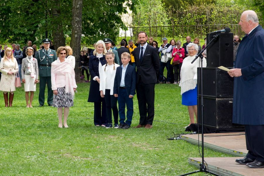 La princesse Ingrid Alexandra de Norvège avec le roi Harald V à Oslo, le 19 mai 2016