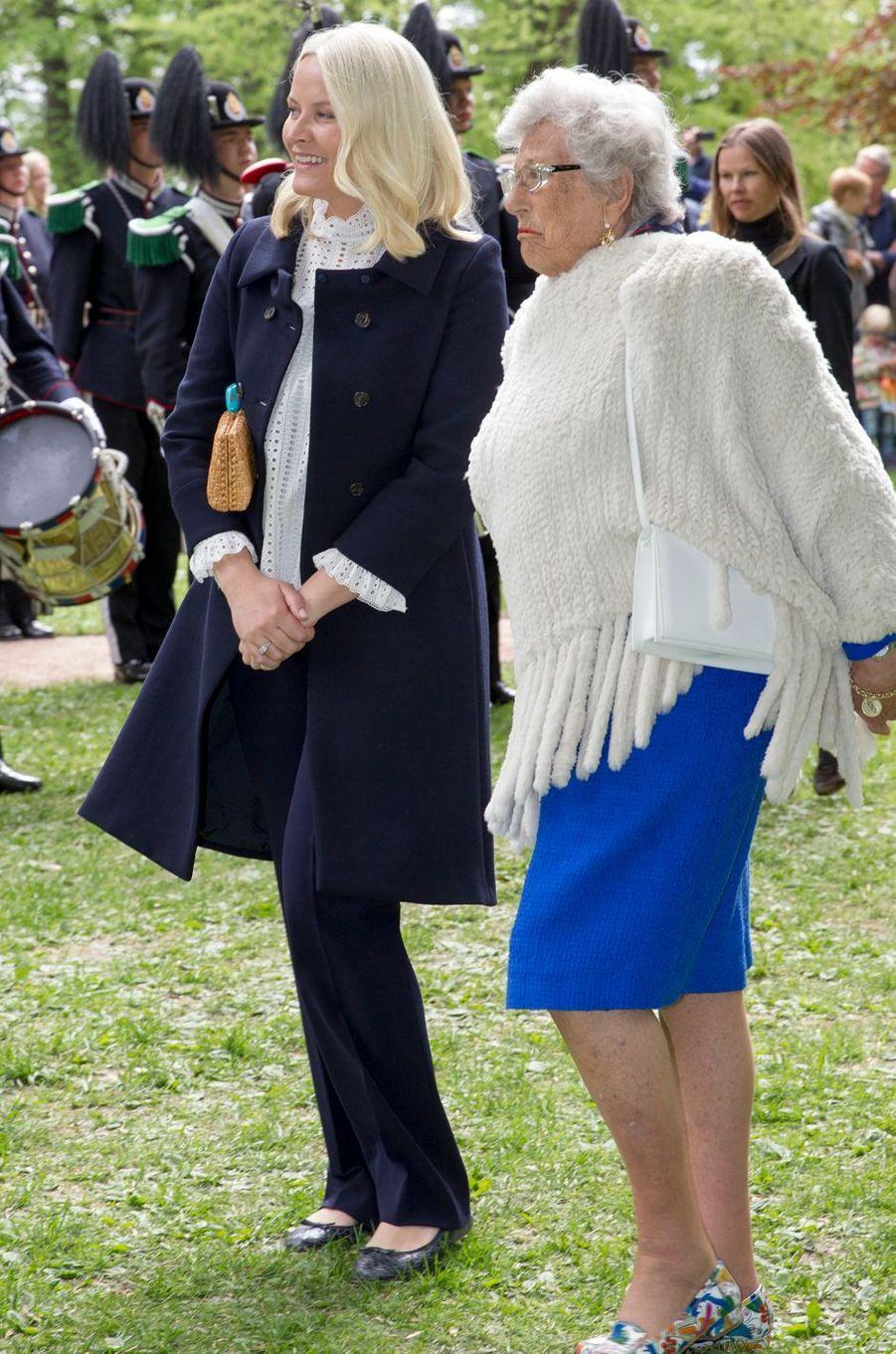 Les princesses Mette-Marit et Astrid de Norvège à Oslo, le 19 mai 2016