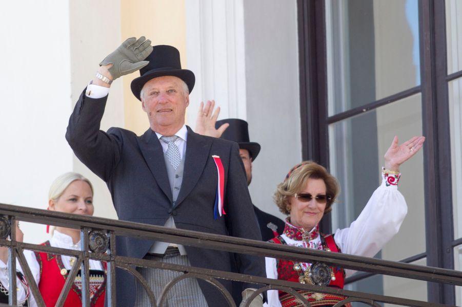 Le roi Harald V et la reine Sonja de Norvège à Oslo, le 17 mai 2016