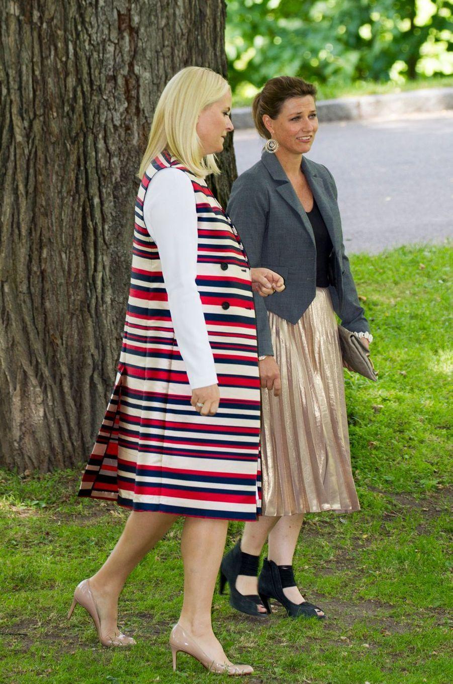 Les princesses Mette-Marit et Märtha Louise de Norvège à Oslo, le 4 juillet 2017