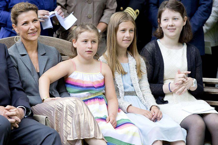 La princesse Märtha Louise de Norvège et ses filles à Oslo, le 4 juillet 2017