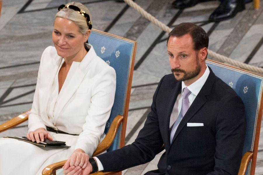 La princesse Mette-Marit avec le prince Haakon de Norvège à la cérémonie du prix Nobel de la paix, le 10 décembre 2015