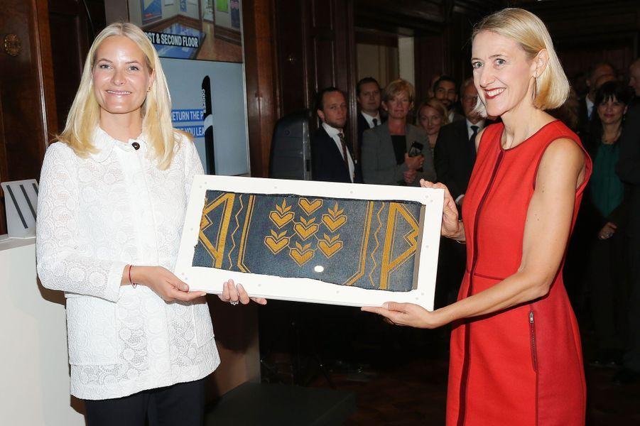 La princesse Mette-Marit de Norvège au au musée de design Cooper Hewitt à New York, le 8 octobre 2015