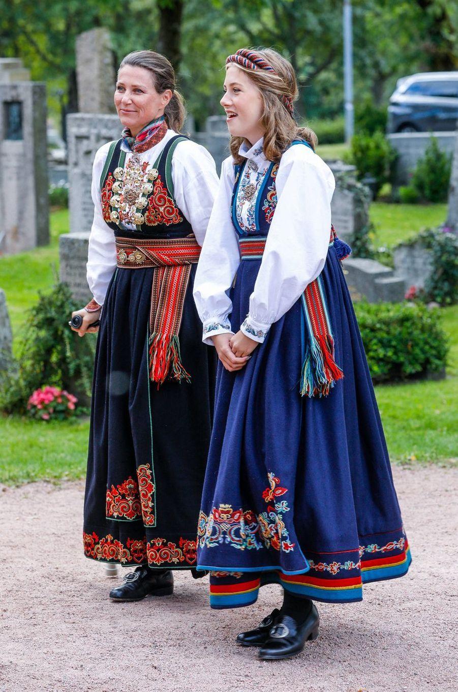 La princesse Märtha Louise de Norvège avec sa fille Leah Isadora Behn à Asker, le 5 septembre 2020