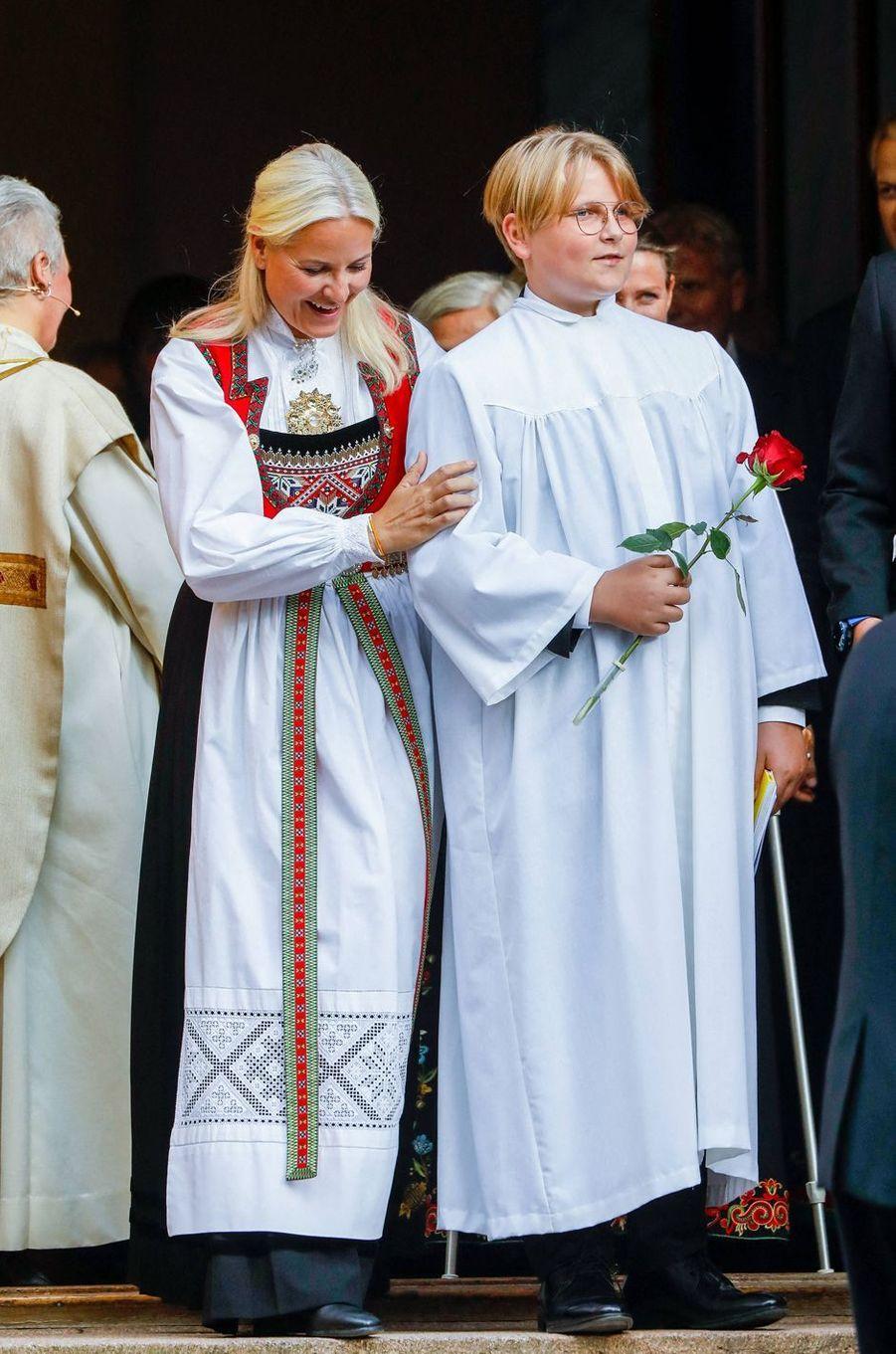 La princesse Mette-Marit et son fils le prince Sverre Magnus de Norvège à Asker, le 5 septembre 2020