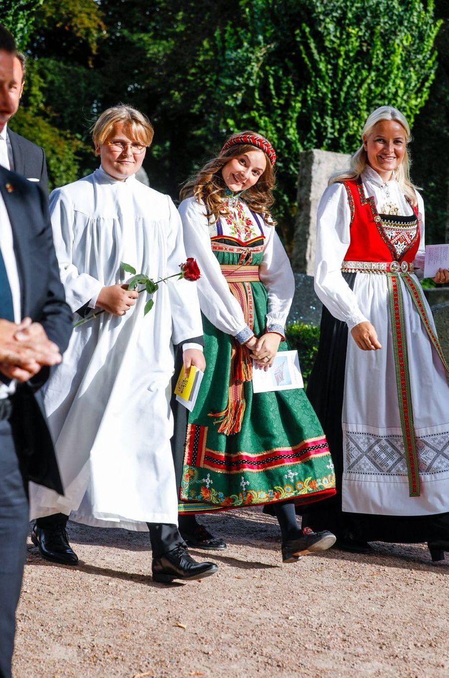 Le prince Sverre Magnus et les princesses Ingrid Alexandra et Mette-Marit de Norvège à Asker, le 5 septembre 2020