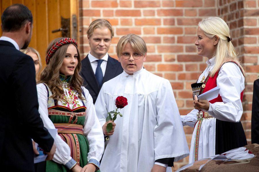 Le prince Sverre Magnus de Norvège avec les princesses Ingrid Alexandra et Mette Marit, le prince Haakon et Marius Borg Hoiby à Asker, le 5 septembre 2020