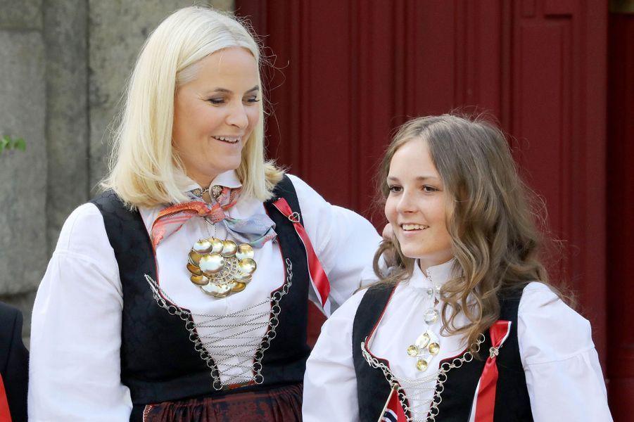 Les princesses Mette-Marit et Ingrid Alexandra de Norvège à Asker, le 17 mai 2018