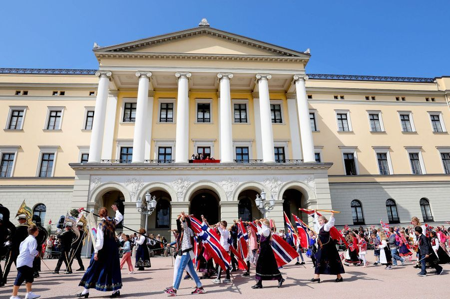 La famille royale de Norvège au balcon du Palais royal à Oslo, le 17 mai 2018