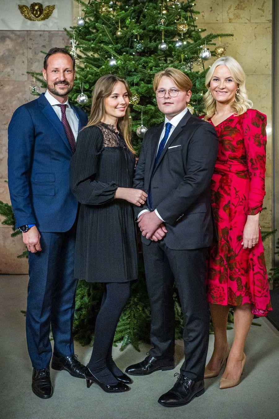 Le prince héritier Haakon de Norvège, la princesse Mette-Marit, la princesse Ingrid Alexandra et le prince Sverre Magnus à Oslo, le 15 décembre 2020