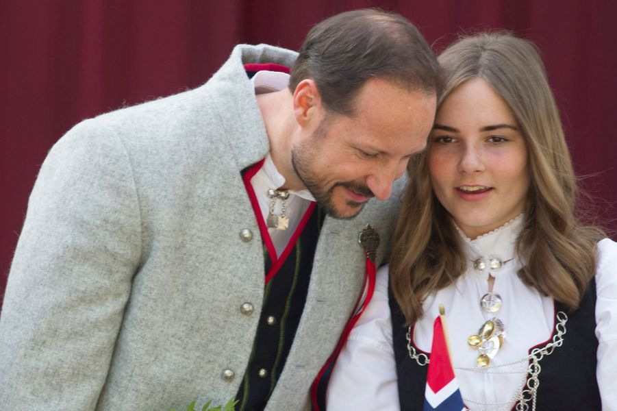 Le prince Haakon et la princesse Ingrid Alexandra de Norvège à Asker, le 17 mai 2019