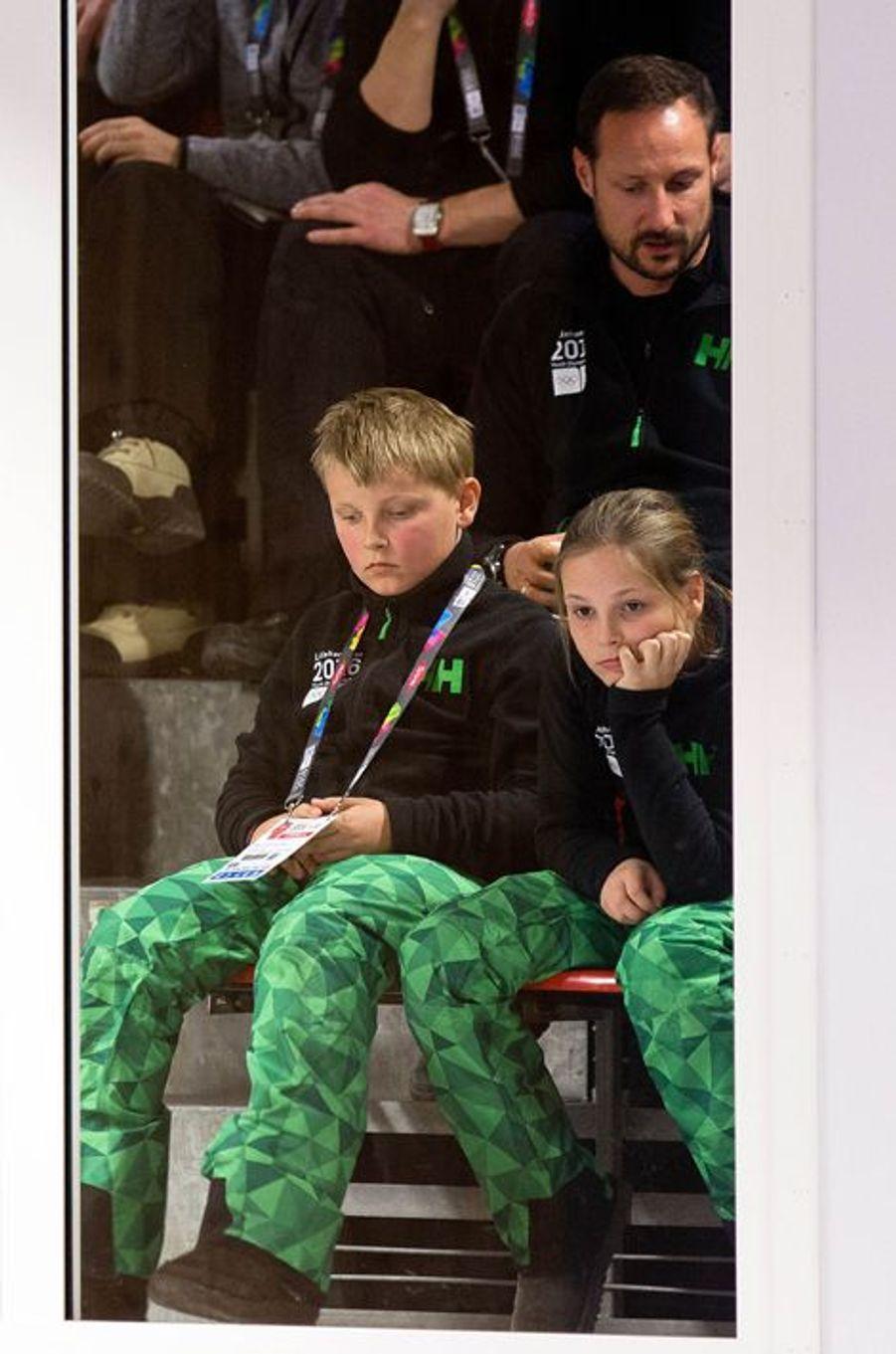Le prince Haakon de Norvège avec Ingrid Alexandra et Sverre Magnus aux JOJ à Lillehammer, le 12 février 2016