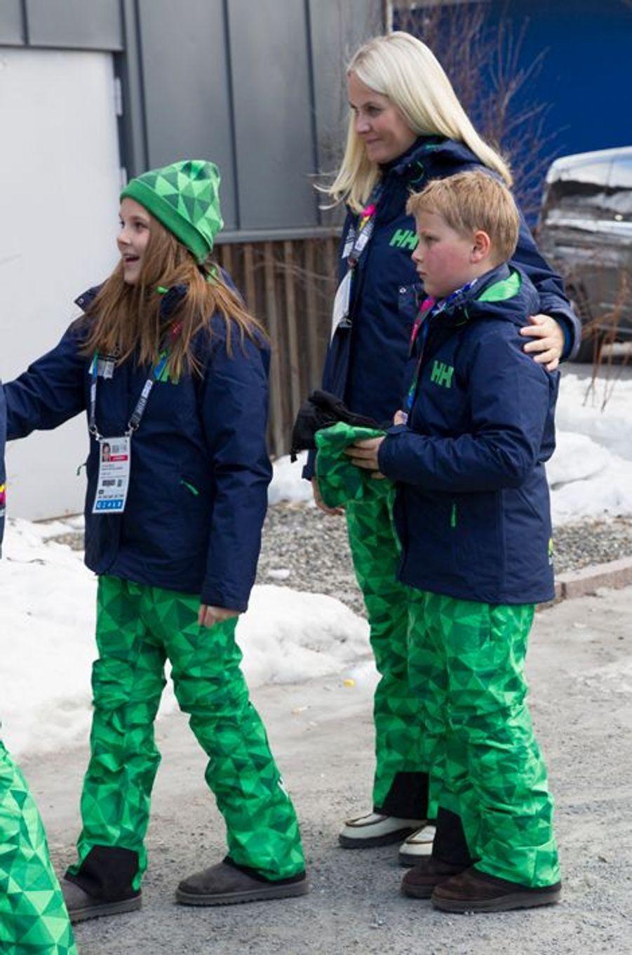 Les princesses Mette-Marit et Ingrid Alexandra et le prince Sverre Magnus de Norvège aux JOJ à Lillehammer, le 12 février 2016