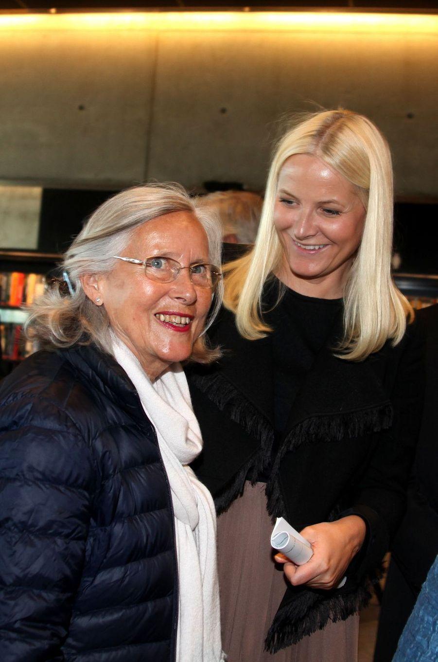 La princesse Mette-Marit de Norvège avec sa mère, le 27 mai 2015