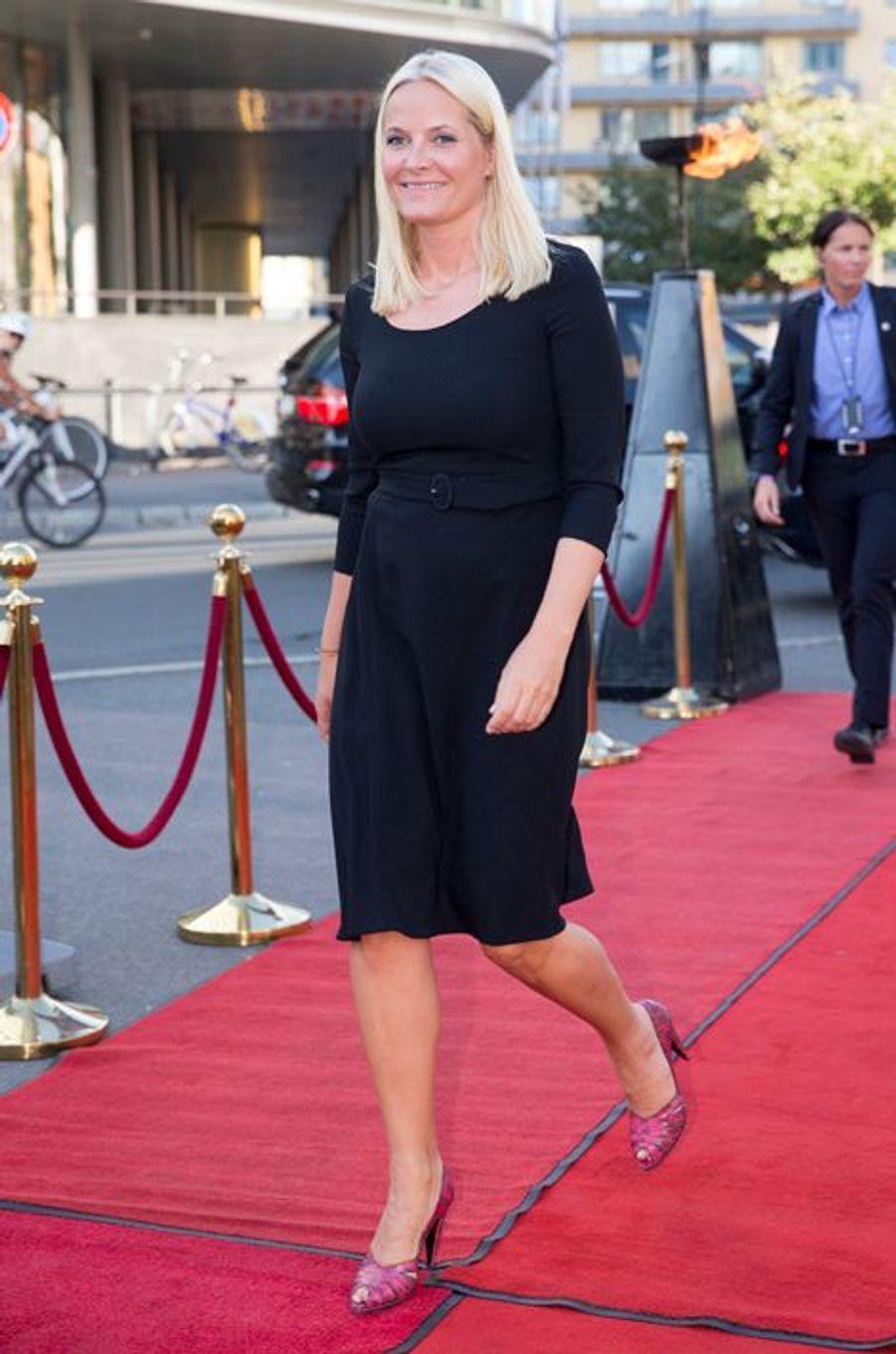 La princesse Mette-Marit de Norvège arrive au Colosseum Kino à Oslo, le 20 août 2015
