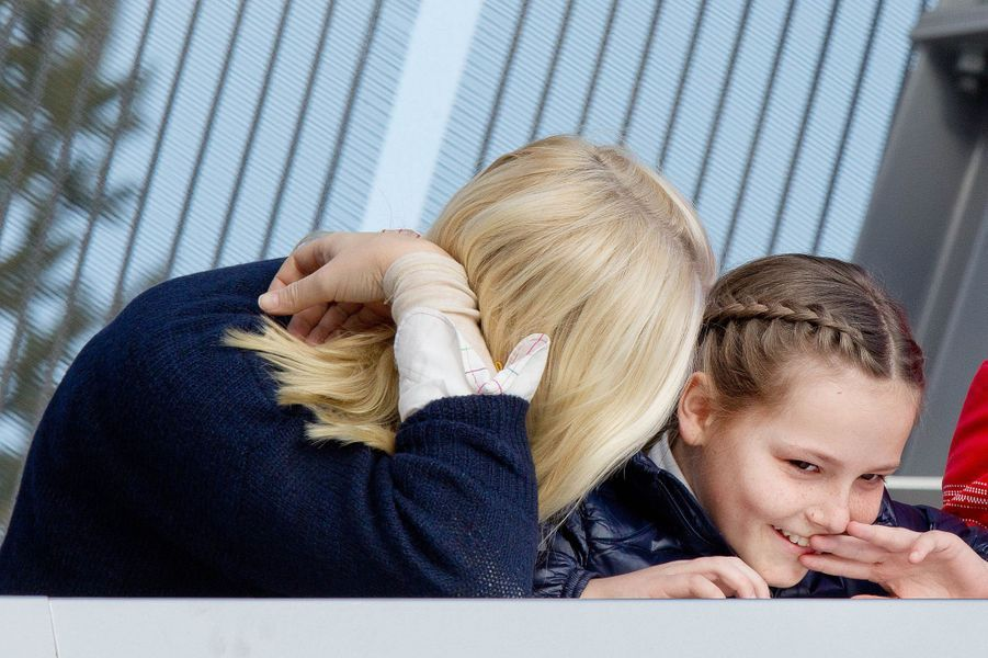 La princesse Mette-Marit de Norvège avec sa fille Ingrid-Alexandra à Oslo, le 15 mars 2015