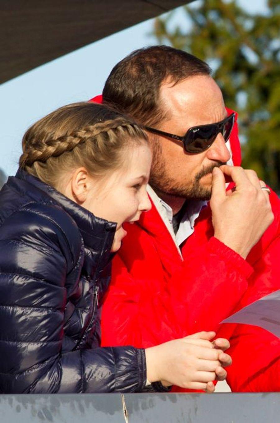 Le prince Haakon et sa fille la princesse Ingrid-Alexandra à Oslo, le 15 mars 2015