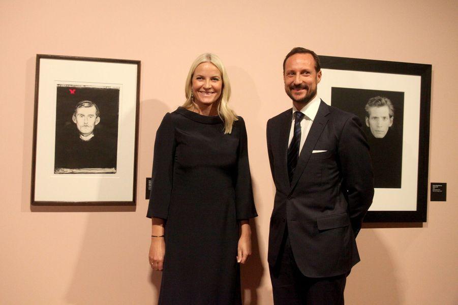 La princesse Mette-Marit et le prince Haakon de Norvège sortent du musée Munch à Oslo, le 5 février 2016