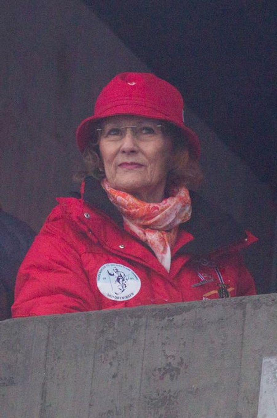 La reine Sonja de Norvège à la Holmenkollen FIS World Cup Nordic à Oslo, le 7 février 2016