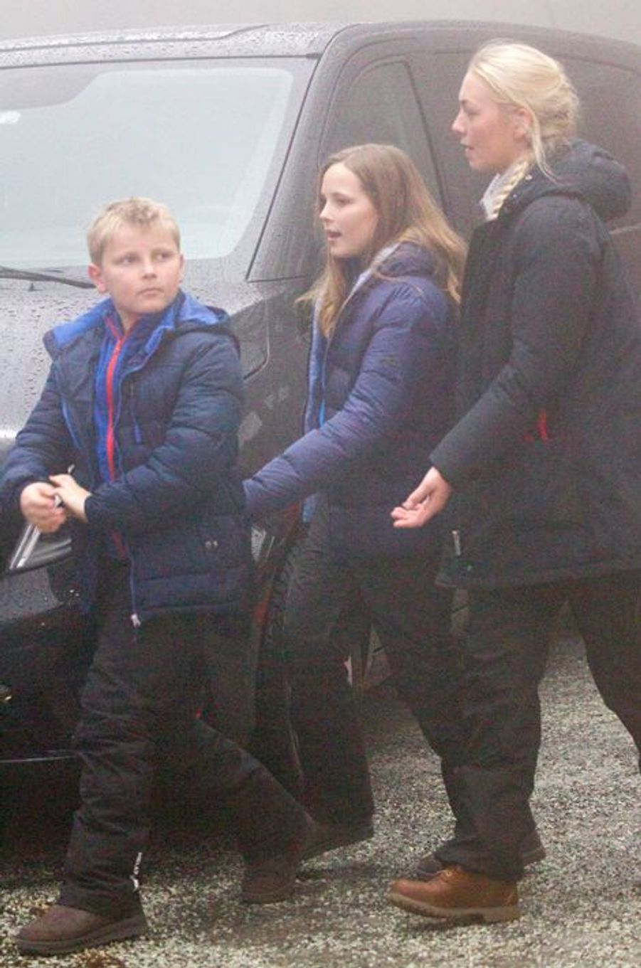 Le prince Sverre-Magnus et la princesse Ingrid-Alexandra de Norvège avec leur Nanny à la Holmenkollen FIS World Cup Nordic à Oslo, le 7 février...