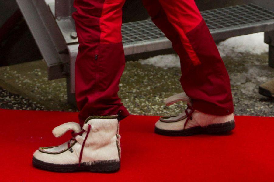 Les chaussures de la princesse Mette-Marit de Norvège à la Holmenkollen FIS World Cup Nordic à Oslo, le 7 février 2016