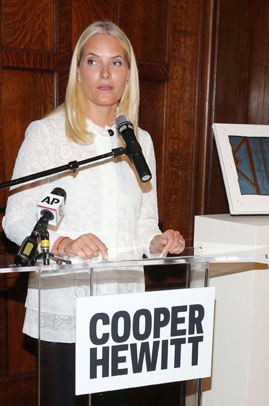 La princesse Mette-Marit de Norvège au musée de design Cooper Hewitt à New York, le 8 octobre 2015