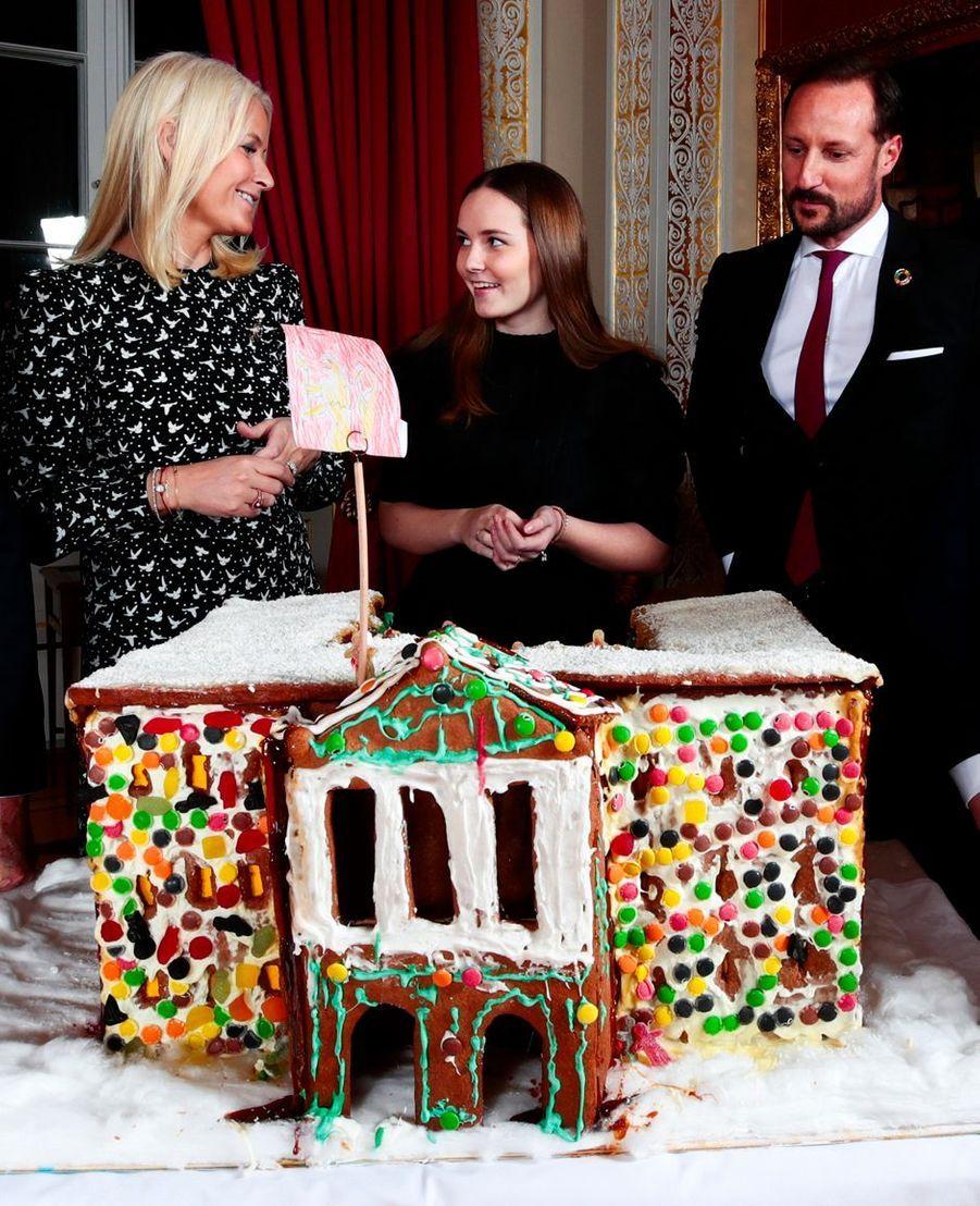 Les princesses Mette-Marit et Ingrid Alexandra et le prince Haakon de Norvège. Photo diffusée le 16 décembre 2019