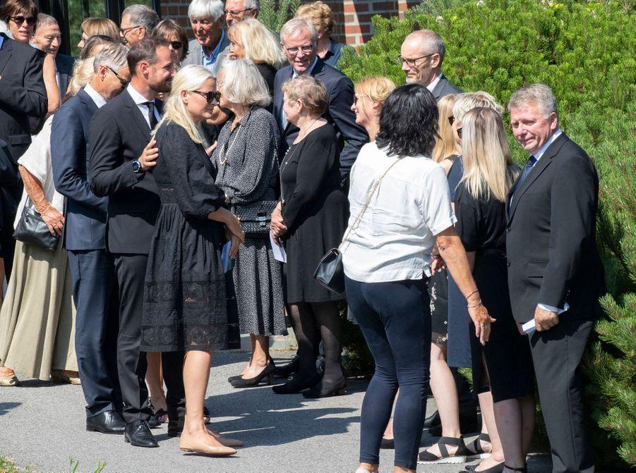 La princesse Mette-Marit de Norvège avec sa famille et son mari le prince héritier Haakon de Norvège à Kristiansand, le 29 juin 2020