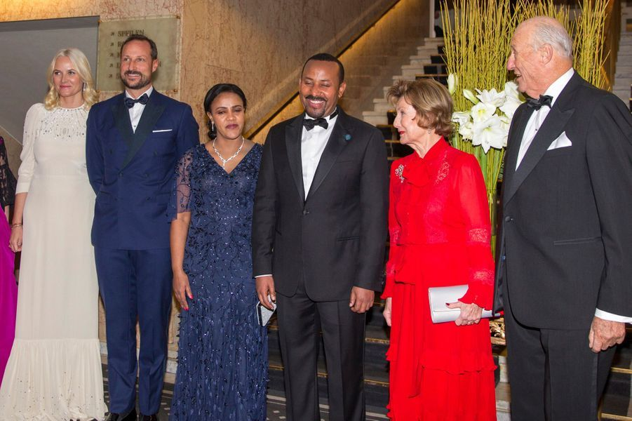 La famille royale de Norvège avec le prix Nobel de la paix Abiy Ahmed et sa femme à Oslo, le 10 décembre 2019
