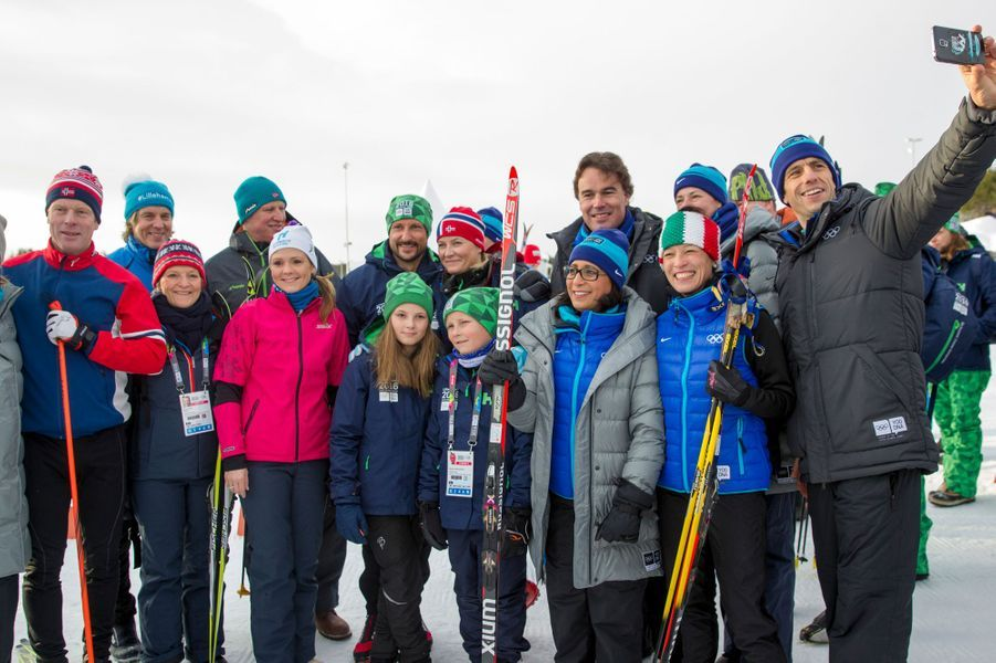 La princesse Mette-Marit et le prince Haakon de Norvège avec leurs enfants à Lillehammer, le 13 février 2016