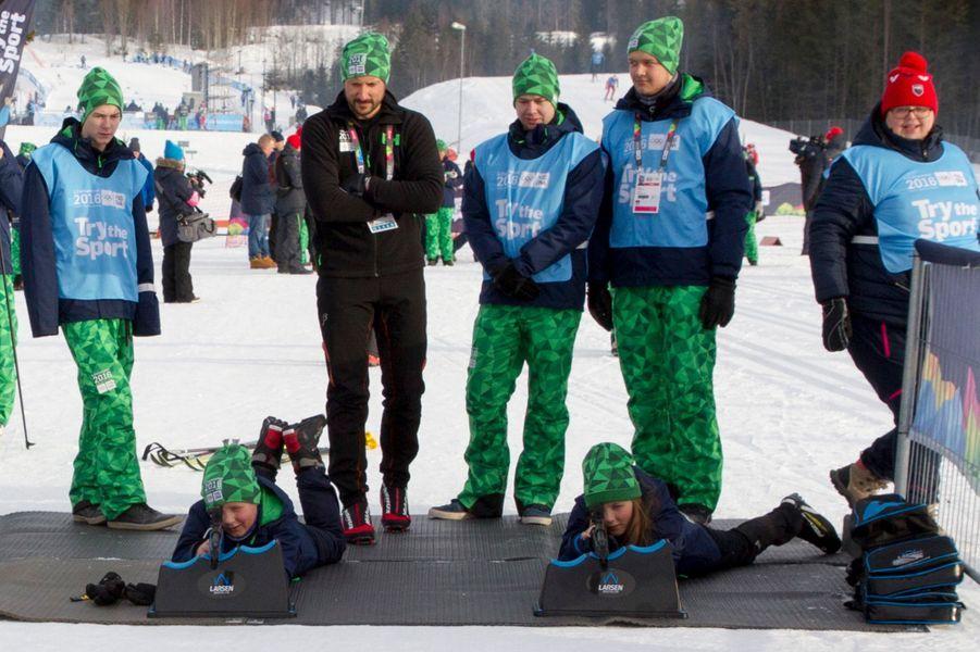 Le prince Haakon de Norvège avec ses enfants à Lillehammer, le 13 février 2016