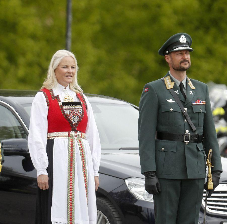 La princesse Mette-Marit et le prince Haakon de Norvège à Oslo, le 8 mai 2020