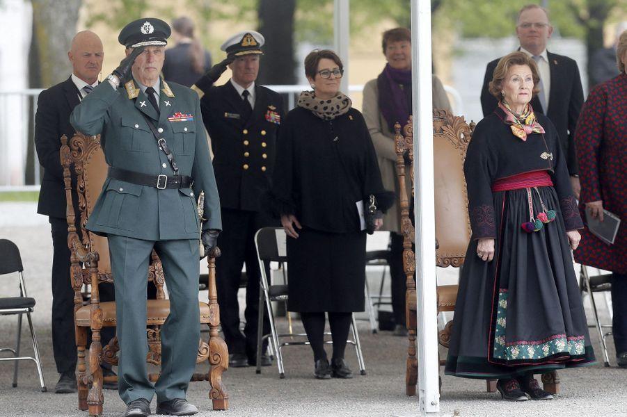 Le roi Harald V et la reine Sonja de Norvège à Oslo, le 8 mai 2020