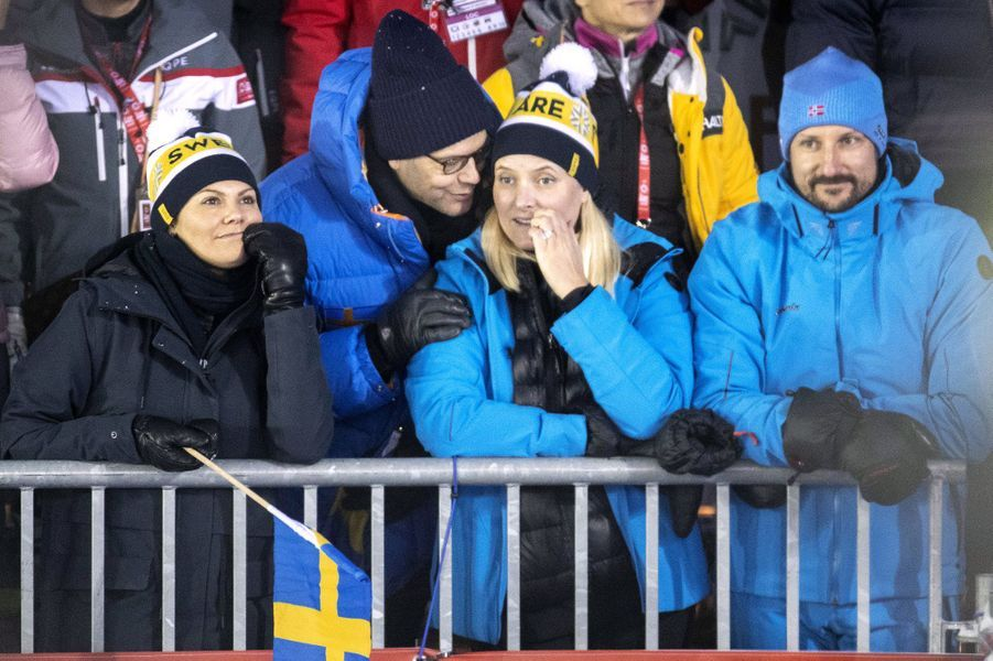 La princesse Victoria et le prince Daniel de Suède avec la princesse Mette-Marit et le prince Haakon de Norvège aux Mondiaux de ski alpin à Are, le 8 février 2019