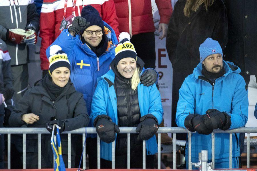 La princesse Mette-Marit et le prince Haakon de Norvège avec la princesse Victoria et le prince Daniel de Suède aux Mondiaux de ski alpin à Are, le 8 février 2019