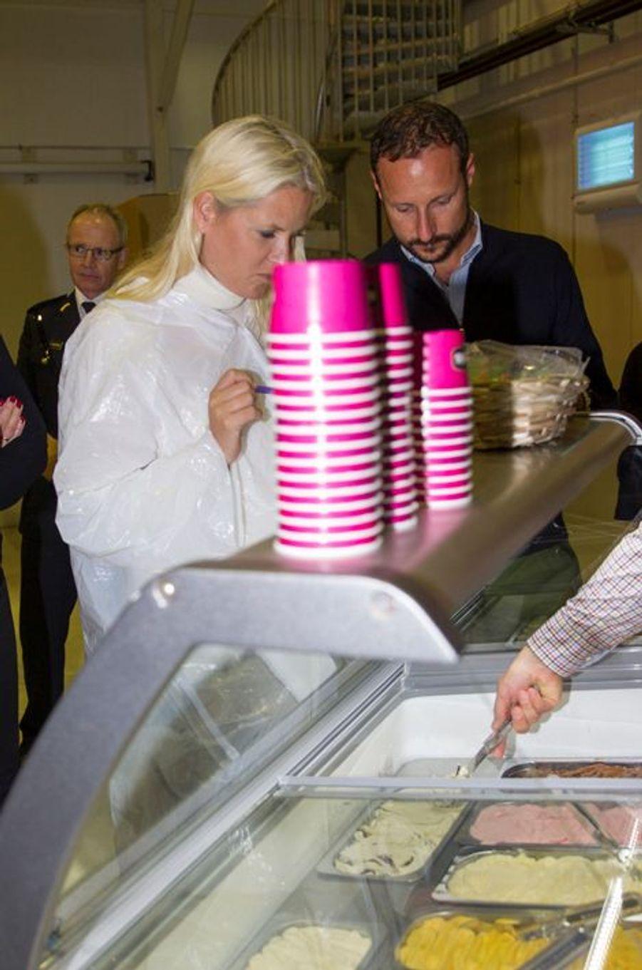 La princesse Mette-Marit et le prince Haakon de Norvège à Kolbotn, le 15 septembre 2015