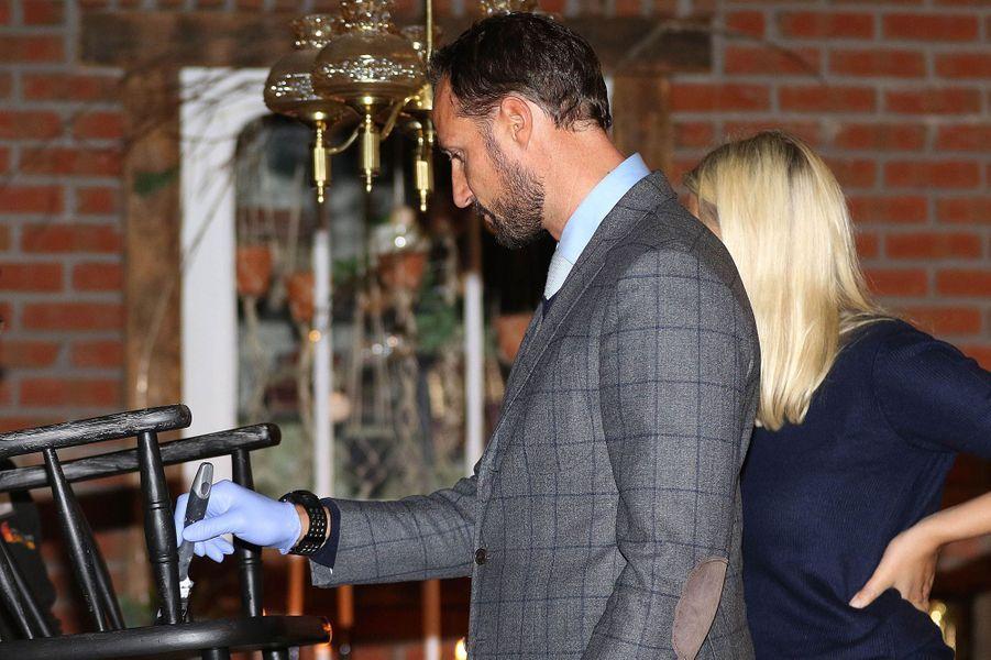 La princesse Mette-Marit et le prince Haakon de Norvège à Nittedal, le 17 septembre 2015