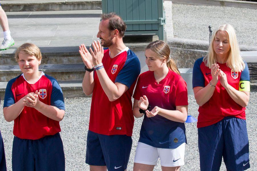 Les princesses Ingrid Alexandra et Mette-Marit et les princes Sverre Magnus et Haakon de Norvège à Asker, le 29 mai 2019