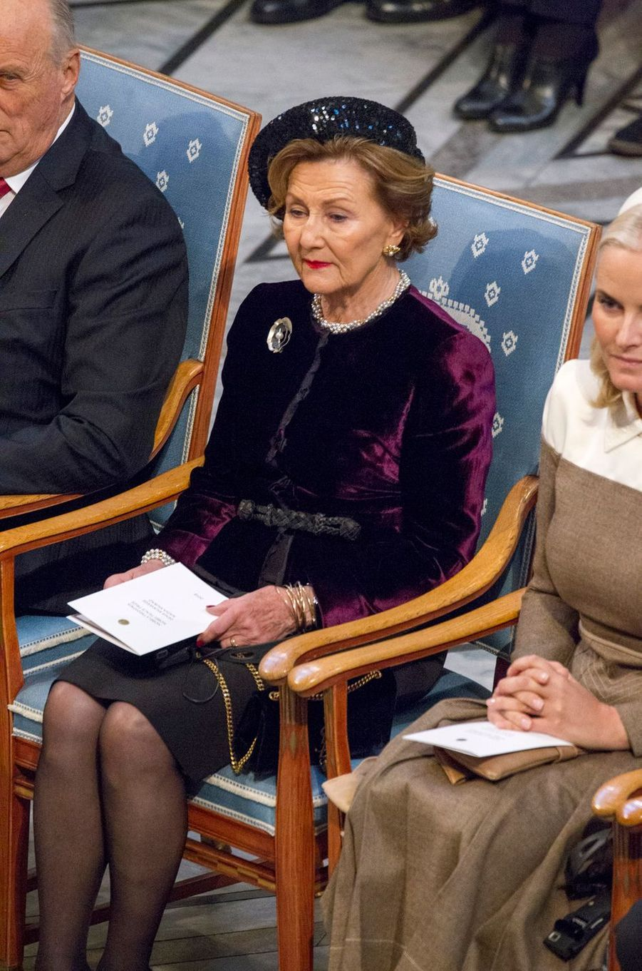 La reine Sonja entourée du roi Harald V et de la princesse Mette-Marit de Norvège à Oslo, le 10 décembre 2018