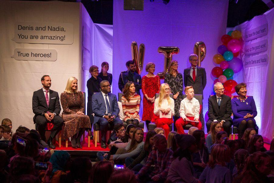 La princesse Mette-Marit et le prince Haakon de Norvège avec Nadia Murad et Denis Mukwege à Oslo, le 10 décembre 2018